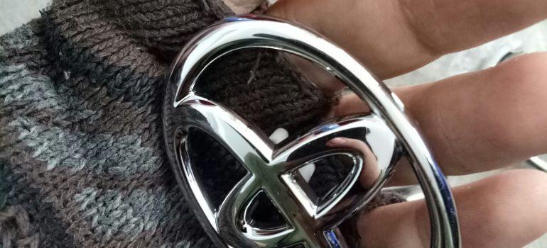 logo gắn túi khí xe vios altis camry hilux innova fortuner